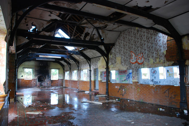 Inside the abandoned buildings different angle. Author:Richard SzwejkowskiCC BY-SA 2.0