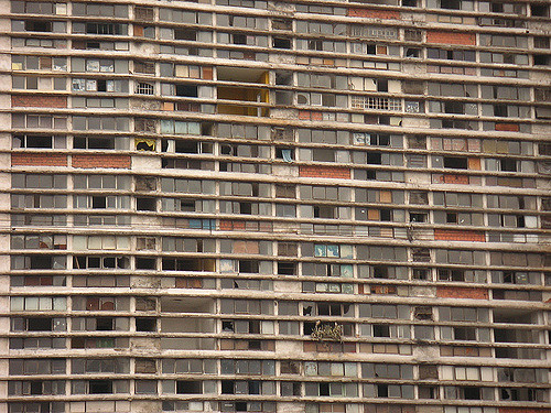It had 27 stories and it was inhabited by more than 3,000 people. Author: Thomas Hobbs. CC BY-SA 2.0