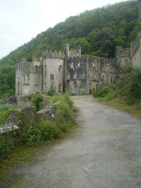 It was turned into a Victorian Gothic Castle in the 19th century. Author: Mattcymru2. CC BY-SA 3.0
