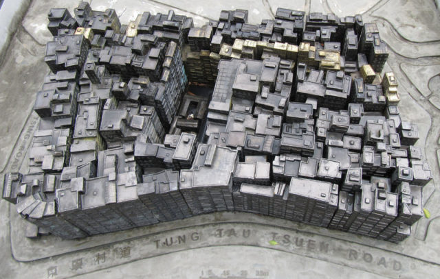 Model of Kowloon Walled City located at the entrance of Kowloon Walled City Park – Author: Archangelselect – CC BY-SA 3.0