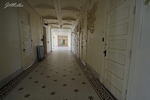 Long hallway. Author:Mr MomentCC BY 2.0
