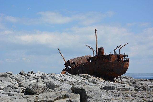 MV Plassy on top of the rocks. Author:G.MannaertsCC BY-SA 4.0