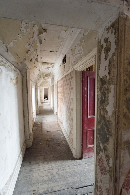 One of the many disused corridors. Author: Bryan Ledgard CC BY 2.0