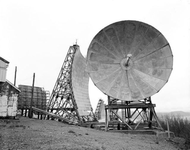 One of the Tropospheric antennas. Author:Rob Stapleton