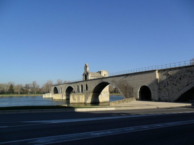 Only 4 arches remain today of the original 22. Author: Vinko Rajic. CC BY 3.0