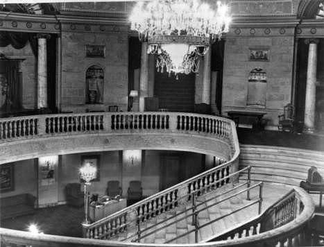 Capitol Cinema lobby. Author: Chris Lund. Public Domain