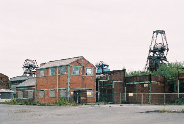 Set of traditional colliery buildings. Author:Alan Murray-RustCC BY-SA 2.0