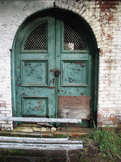 Sharon Springs Imperial Baths locked door. Author:bobistravelingCC BY 2.0