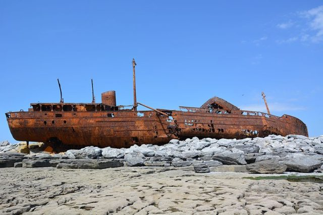 The boat destroyed by rust. Author:G.MannaertsCC BY-SA 4.0