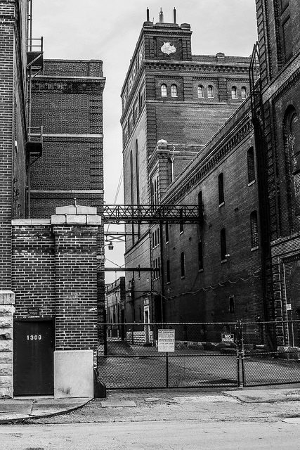 The brewery and its closed doors. Author:Paul SablemanCC BY 2.0