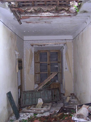 Inside the house/ Author: Frater Kybernetes – CC BY-SA 2.0