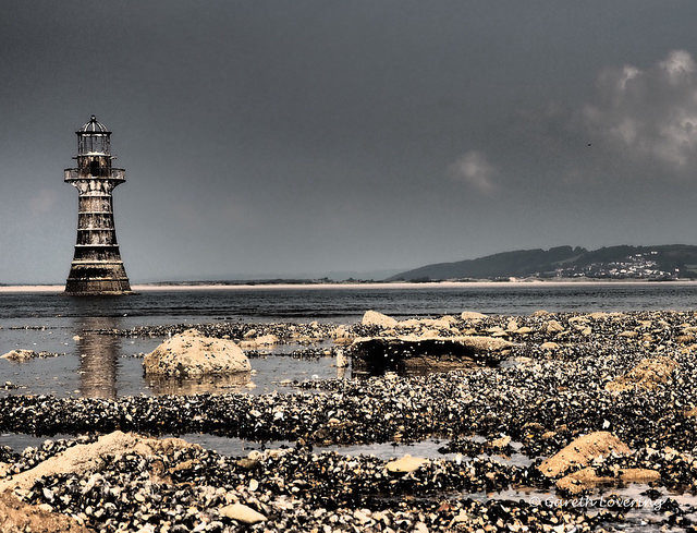 Whiteford Lighthouse at low tide. Author:Gareth Lovering PhotographyCC BY-ND 2.0