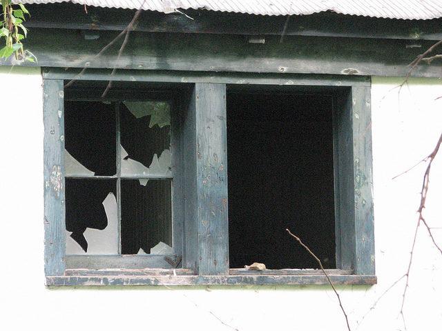 Windows – irresistible for vandals. Author:bobistravelingCC BY 2.0