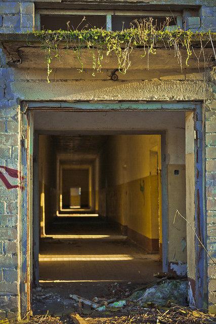 No door entrance – Author: nicospecial – CC BY 2.0