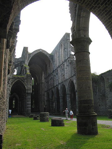 The ruins of the church/ Author: Jean-Pol GRANDMONT – CC BY 3.0