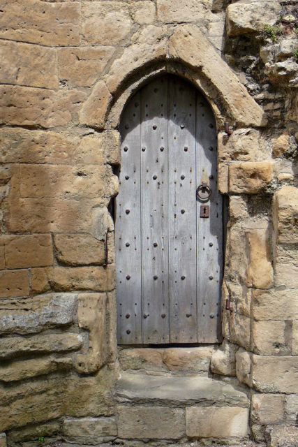 Entrance door at the tower/ Author: Tim Green – CC BY 2.0