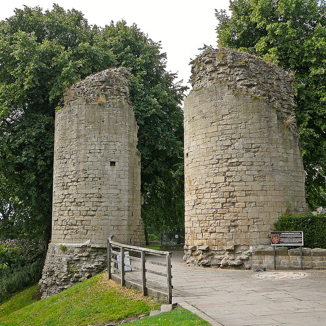 The Twin Towers at the East Gate/ Author: Tim Green – CC BY 2.0