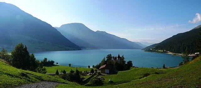 Lake Resia/ Author: Llorenzi – CC BY-SA 3.0