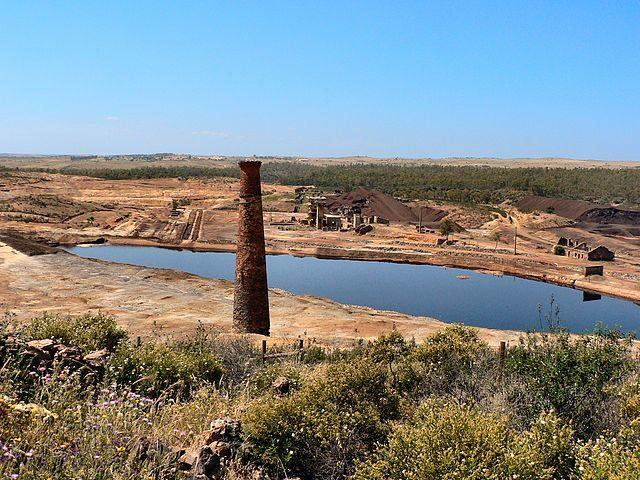 São Domingo mine and the acidic lagoon – Author: Paulo Juntas – CC BY-SA 2.5