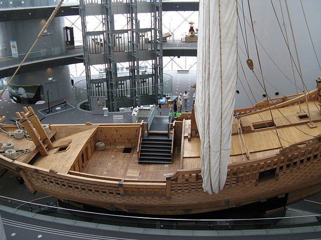 The merchant ship Naniwa Maru in the middle of the dome – KENPEI – CC BY-SA 3.0