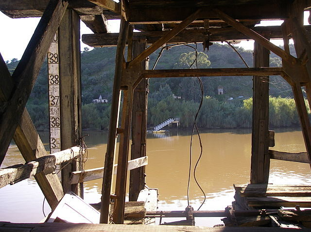 Former loading station in Pormarão port on the Rio Guadiana – Author: Bunks – CC BY 3.0