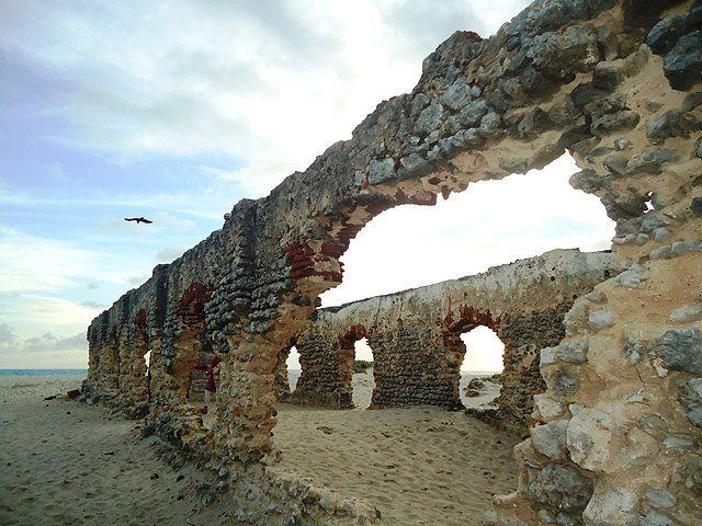 Ruins in the once thriving town/ Author: rajaraman sundaram – CC BY 3.0