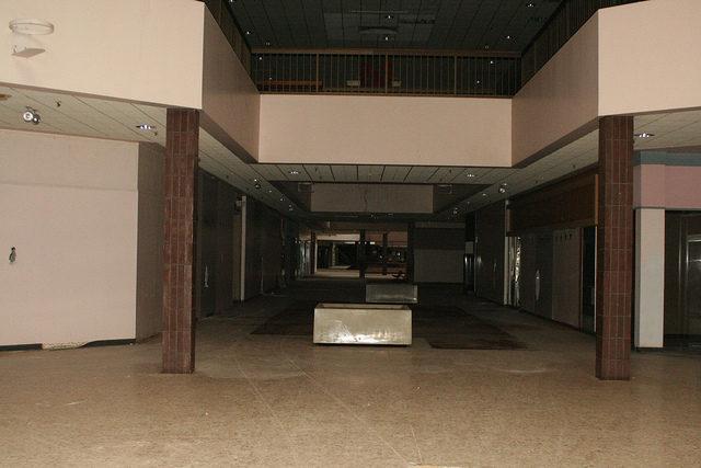 Empty hallways. Author: Mike Kalasnik – CC-BY 2.0
