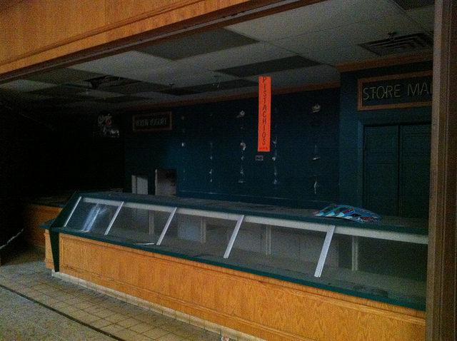 Abandoned food corner. Author: Mike Kalasnik – CC-BY 2.0