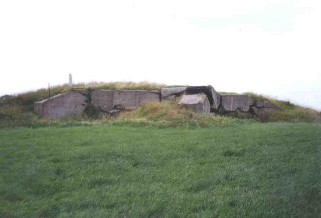 A bunker ruins. Author: Saperaud CC BY-SA 3.0