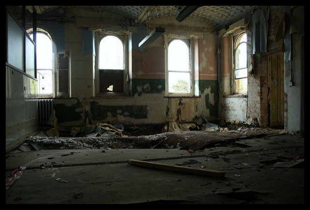 A heavily destroyed floor. Author:Olga PavlovskyCC BY 2.0