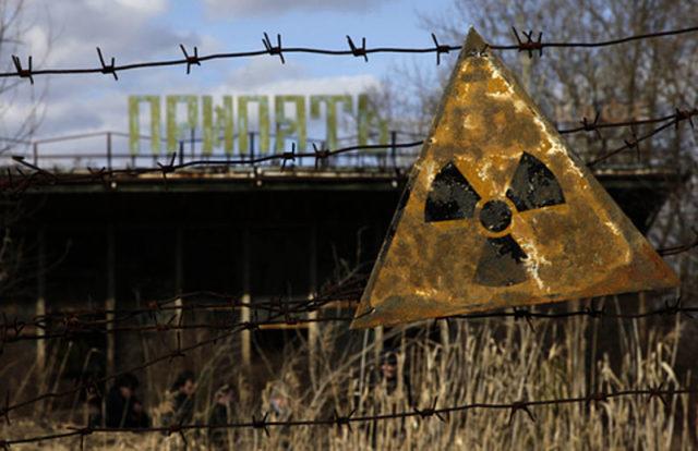 A radioactive sign outside of Pripyat. Author:Diana Markosian