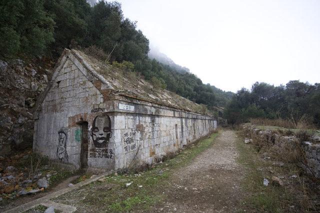 Abandoned Bomb-proof Barracks. Author:PriorymanCC BY-SA 3.0
