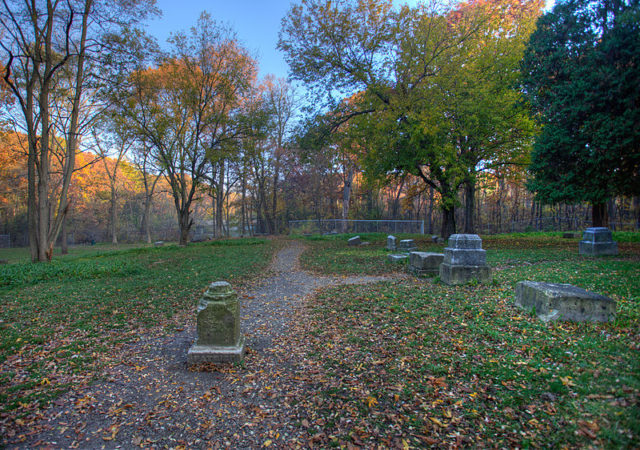 Bachelor's Grove Cemetery. Author:Mark BergnerCC BY-SA 4.0