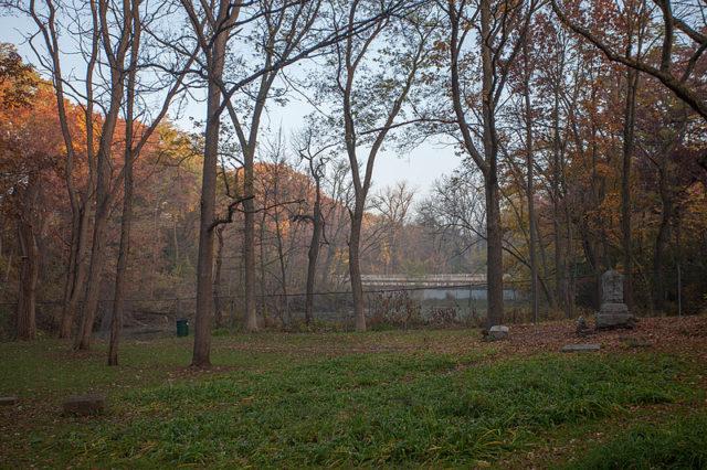 Bachelor's Grove Cemetery alternative view. Author:Mark BergnerCC BY-SA 4.0