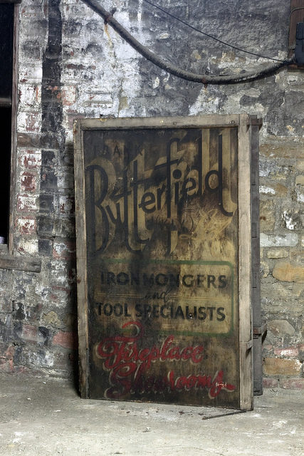 Butterfield sign. Author:simon sugdenCC BY 2.0