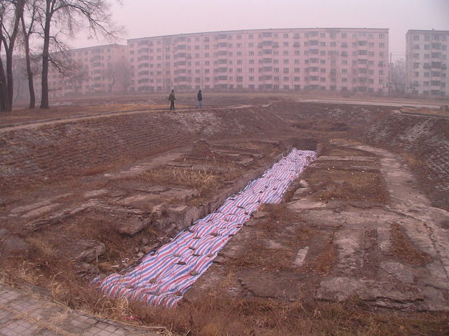 A destroyed facility in order to conceal evidence. Author: 松岡明芳 CC BY-SA 3.0