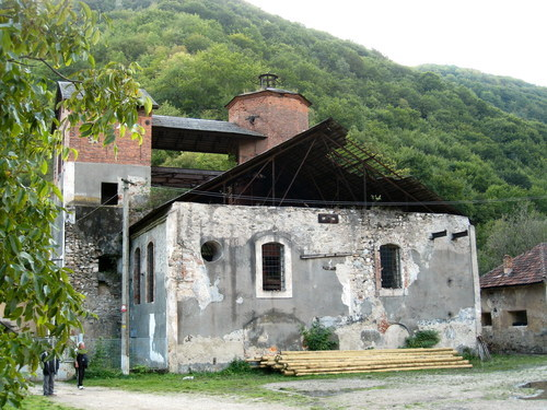 What is left of the building today – Author: Rudolf Hanzelik – CC BY 2.5