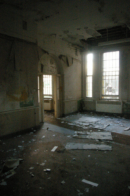 Cane Hill was one of the largest psychiatric institutions in the country. Author: http://underclassrising.net/. CC BY-SA 2.0
