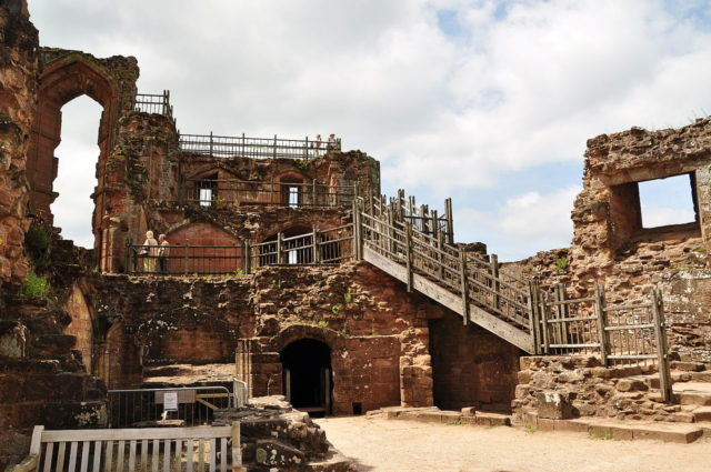 Kenilworth Castle is one of the most visited ruins in England. Author: Nilfanion. CC BY-SA 4.0