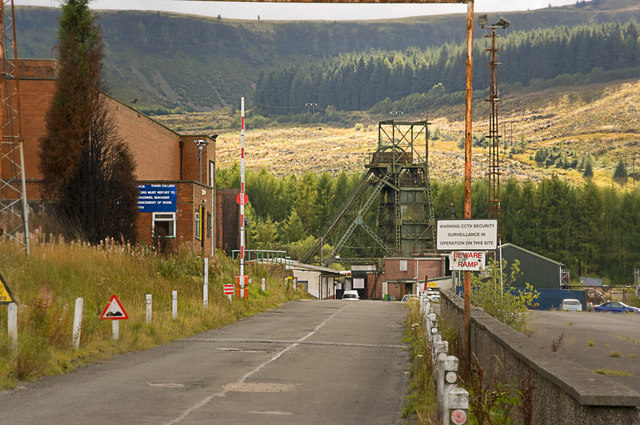 Looking down at Tower Colliery. Author:Nick Earl CC BY-SA 2.0