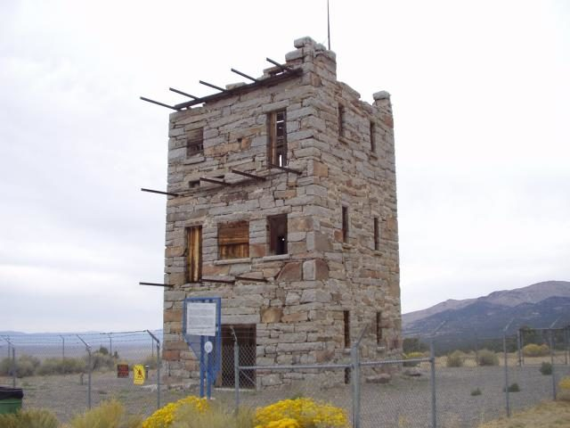 Stokes Castle was built to look like an Italian medieval tower. Author: Toiyabe – CC BY-SA 3.0