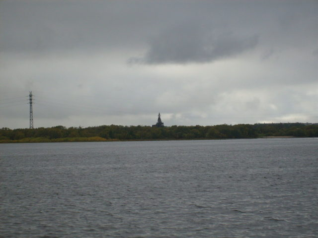 The 144-foot-tall house can clearly be seen from the opposite side of the Northern Dvina River. Author: Sasha Krotov. CC BY 3.0