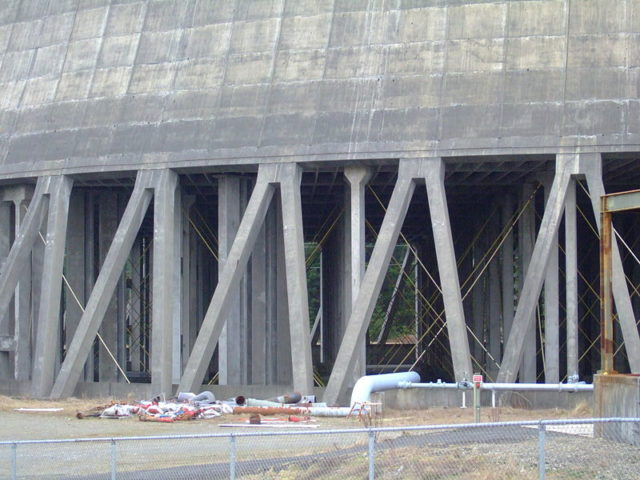 The bottom of one of the cooling towers. Author:Greg DunlapCC BY 2.0
