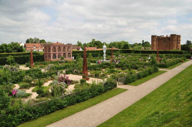 The Elizabethan Garden. Author: Nilfanion. CC BY-SA 4.0