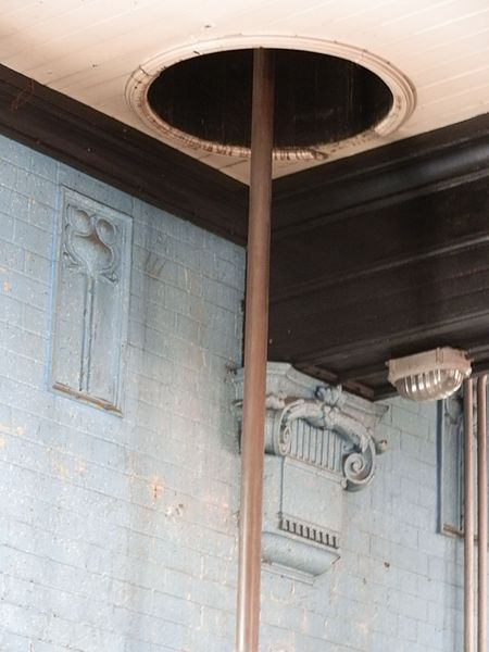 The fireman's pole. Author:Delusion23CC BY-SA 4.0