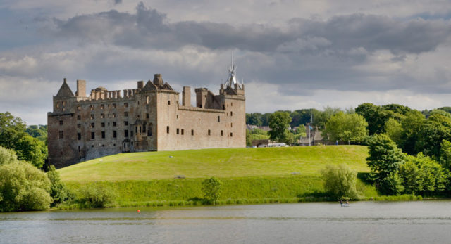 The Linlithgow Palace. Author: Alex Sanz. CC BY 2.0