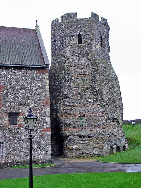 The Roman lighthouse. Author: Chris McKenna (Thryduulf) CC BY-SA 4.0
