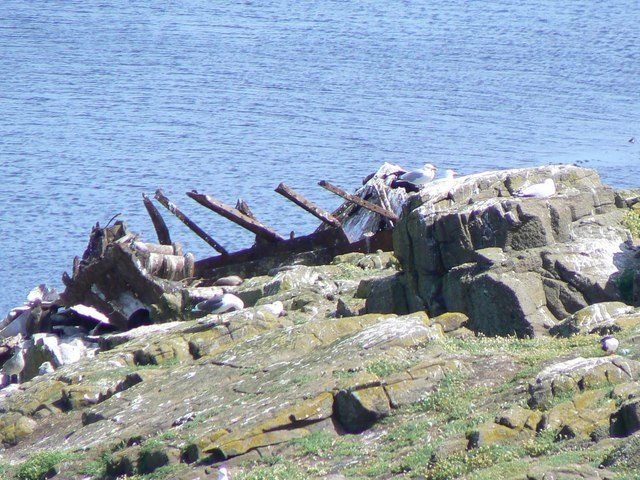 The wreck of the Danish steamship on the island. Author:James AllanCC BY-SA 2.0