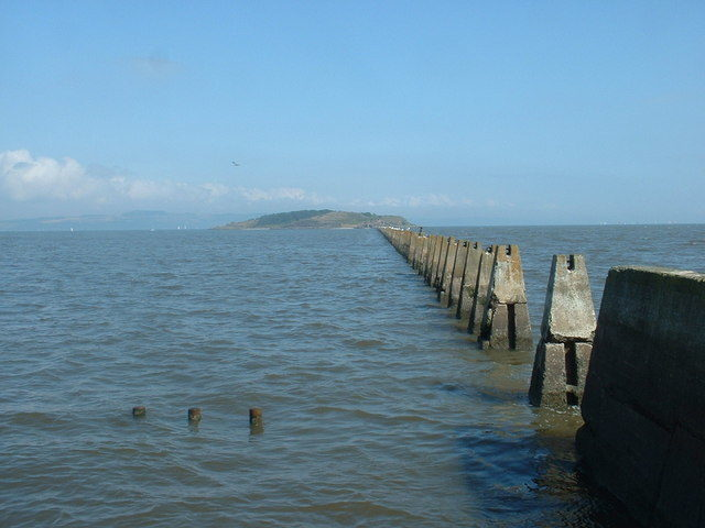 The pylons at high tide with the adjacent causeway submerged – Author: David Medcalf – CC BY-SA 2.0