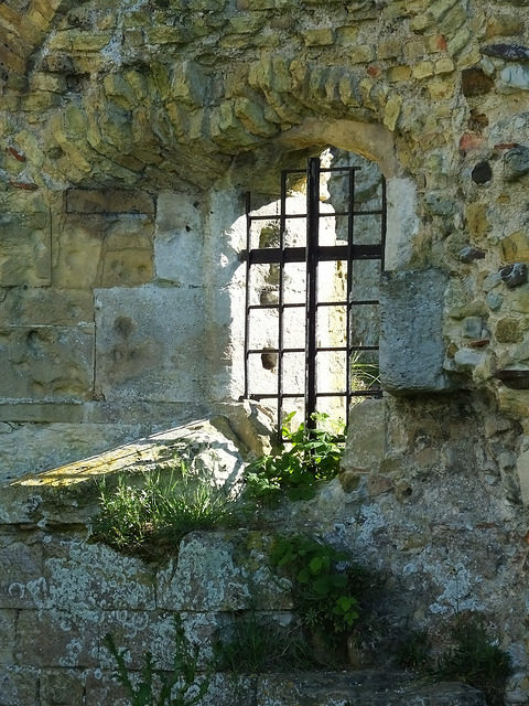 Camber Castle window – Author: Brian Adamson – CC BY 2.0